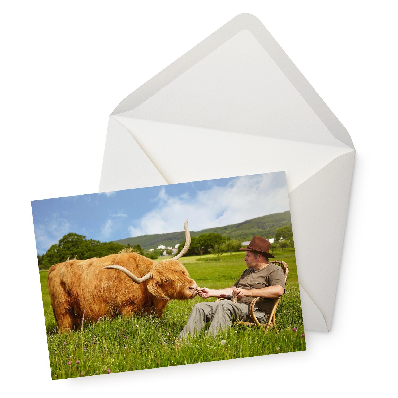 Die Postkarte Tierisch entspannt mit Umschlag.