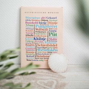 Die Leinwand mit Ostfriesischen Wörtern.