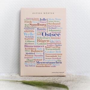 Die Ostsee Wörter auf einer hochwertigen Leinwand gedruckt.