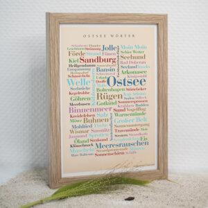 Das Poster Ostsee Wörter ist das ideale Souvenir.