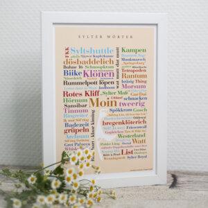 Das Poster mit den Sylter Wörtern ist eine schöne Dekoration.